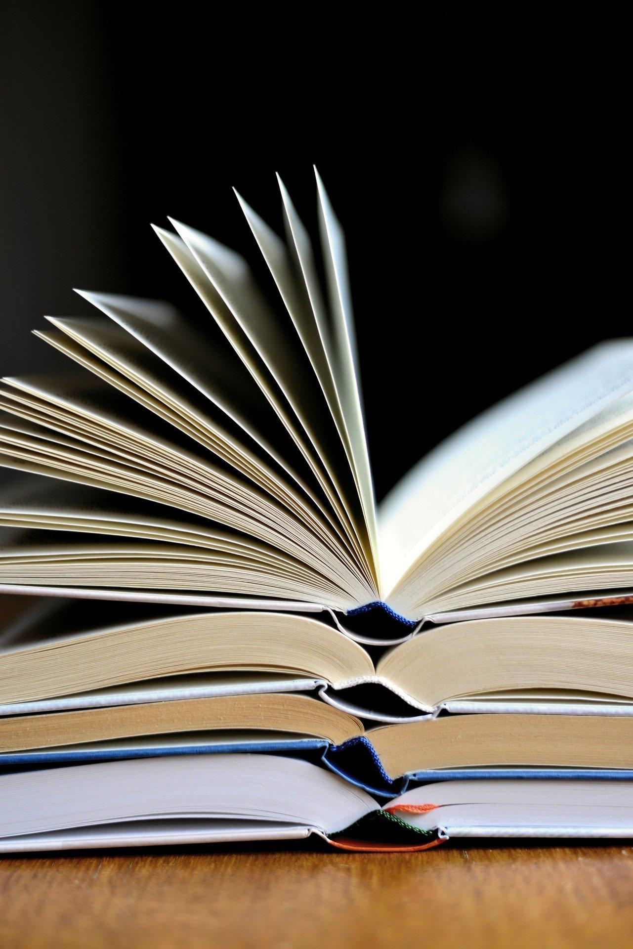 book-3964050_1920